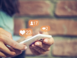 7 Signs It's Time for a Social Media Detox