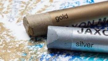 The Metallic Trend – Spotlight on Shine